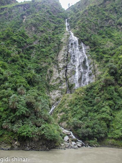 מפל ענק