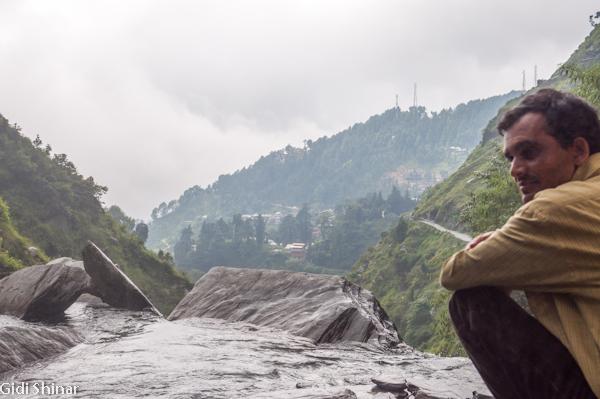 בדרך למפל הקטן בבאגסו